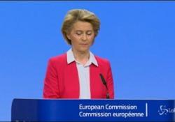 """Coronavirus, von der Leyen: """"Per SURE Ue pronta a mobilitare 100 mld"""" La presidente della Commissione: """"Bilancio dell'Unione sarà il nostro piano Marshall"""" - LaPresse/AP"""