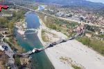 """Le arcate giù come un """"domino"""", le foto del ponte crollato in Toscana"""