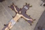 Un enorme crocifisso a Palazzolo Acreide, il video realizzato da un drone