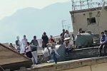 Grigliata di carne e balli di gruppo sul terrazzo a Palermo
