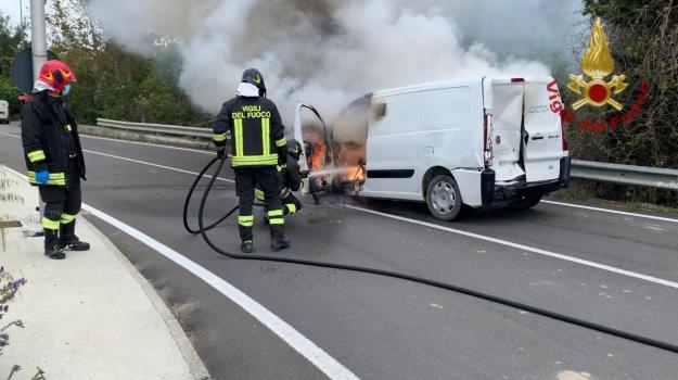 aeroporto, furgone, incendio, Catanzaro, Calabria, Cronaca