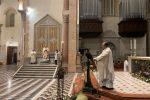 """La veglia di Pasqua deserta in Cattedrale a Messina, Accolla: """"Cogliamo i segni del tempo"""" - Foto"""