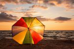 Al mare con mascherine, steward e braccialetti: così il Coronavirus cambierà l'estate