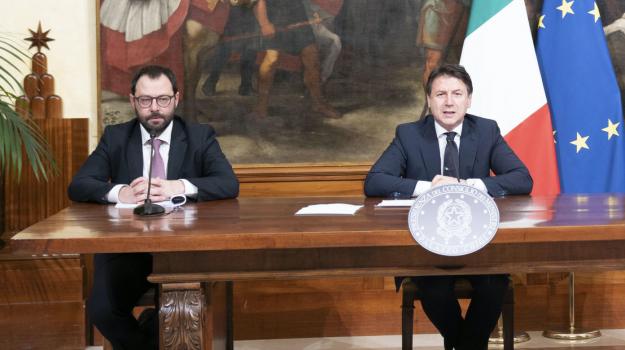 coronavirus, Stefano Patuanelli, Sicilia, Politica