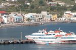Alle Eolie invasione di turisti in vista di Ferragosto, assembramenti nei porti
