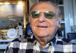 Renzo Arbore: «Appello ai miei coetanei: andate in Rete e lasciate stare la tv» Il conduttore pugliese racconta la sua quarantena - CorriereTV