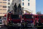 Coronavirus, a Messina l'omaggio dei vigili del fuoco ai medici