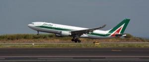 In aumento le prenotazioni sui voli Alitalia in vista del blocco degli spostamenti tra regioni