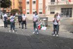 Fase 2 a Crotone, parrucchieri ed estetisti in protesta a piazza della Resistenza
