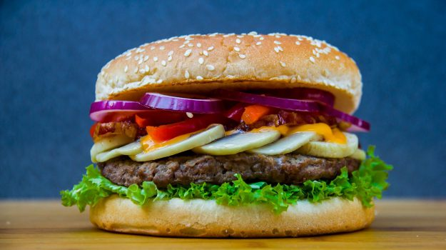 hamburger, Sicilia, Società