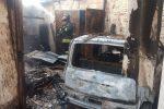 Incendio in un box auto a Drapia, a fuoco un'auto e attrezzature agricole
