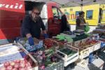 A Lamezia riaprono tutti i mercati rionali, ambulanti e utenti attenti alle precauzioni