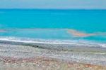 Paola, chiazze maleodoranti deturpano l'acqua del mare: giallo sulle cause
