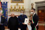 """Tropea, il vice sindaco Scalfari riceve una targa dalla fondazione """"Sapientia Mundi"""""""