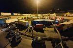 Caos sullo Stretto di Messina, protesta a sorpresa dei tir in autostrada: code per chilometri