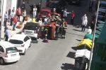Incidente a Messina, auto ribaltata in via XXIV Maggio: traffico paralizzato