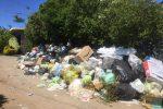 Caos rifiuti a Vibo Valentia, cumuli di immondizia anche in mezzo alla strada - Foto