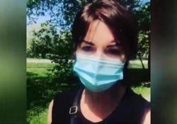 Alba Parietti e lo sfogo sui social: «Qui girano tutti senza mascherina» La showgirl ha rivelato di aver avuto il coronavirus - Corriere Tv