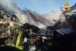 Incendio a Zambrone, distrutto un capannone agricolo: vigili del fuoco al lavoro per tre ore - Foto