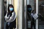 Mascherine in Sicilia, la Regione: obbligatoria in strade affollate, non per chi fa sport