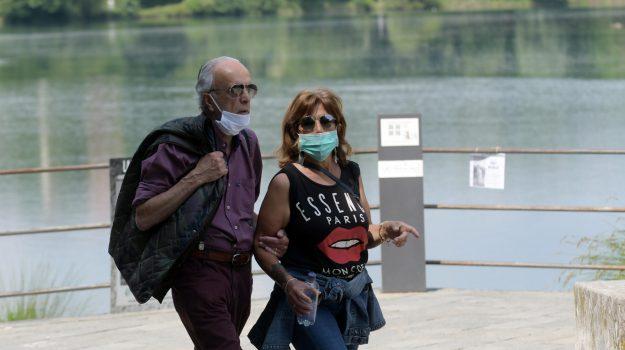 Coronavirus, in Calabria mascherina obbligatoria anche all'aperto