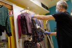 Sicilia zona gialla, l'ordinanza di Musumeci: negozi aperti la domenica, resta la dad alle superiori