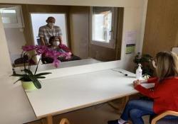 Così le case di riposo in Alto Adige si attrezzano per visite a prova di contagio Container non convenzionali in cui i parenti possono visitare gli ospiti delle Rsa, protetti dal contagio da barriere di plexiglass. L'idea di un'azienda locale - CorriereTV