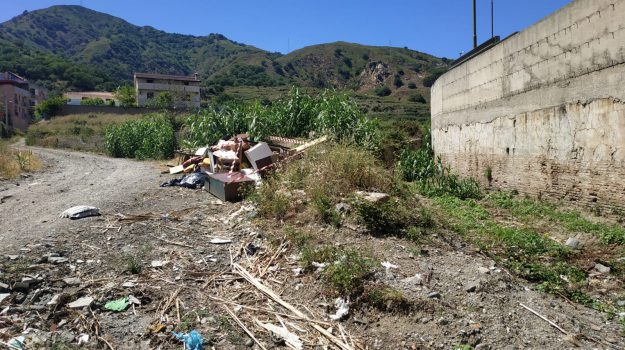 letojanni, pagliara, rifiuti, Messina, Sicilia, Cronaca