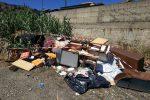 Messina, scaricano mobili e suppellettili nell'alveo del torrente Zafferia: due denunce