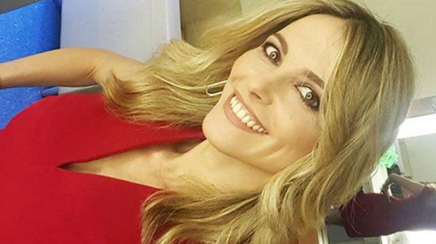 tv, Vieni da me, Francesca Fialdini, Sicilia, Società