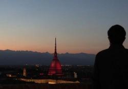 Grande Torino, la Mole si illumina di granata Per ricordare gli Invincibili il simbolo della Città viene colorato nel giorno della ricorrenza - Ansa