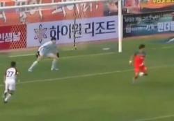 Il gran bel gol di tacco nel campionato sudcoreano La partita tra Gangwon e Seul si è svolta a porte chiuse a causa del coronavirus. - CorriereTV
