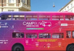 Il manifesto di CampBus, il progetto di Corriere che racconta la scuola del futuro Il nostro CampBus è il laboratorio per la scuola del futuro del Corriere della Sera che abbiamo messo su ruote per portare una nuova esperienza didattica in alcuni istituti di Milano - Corriere Tv