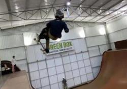 Il record del mondo dell'undicenne: un 1.080 con lo skateboard Il giovanissimo brasiliano Gui Khury ha completato tre rotazioni su una rampa verticale - CorriereTV