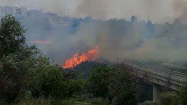 autostrada, incendio, spadafora, Messina, Sicilia, Cronaca