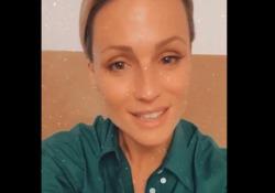 Ironie su Giovanna Botteri, Michelle Hunziker si difende sui social La conduttrice risponde a chi ha accusato di aver avallato le ironie social sulla giornalista Rai - Corriere Tv