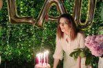 Laura Pausini spegne 46 candeline, sui social le foto del suo compleanno