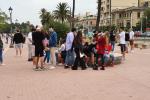 Fase 2 a Messina, passeggiata a mare con oltre 500 persone: mascherine optional