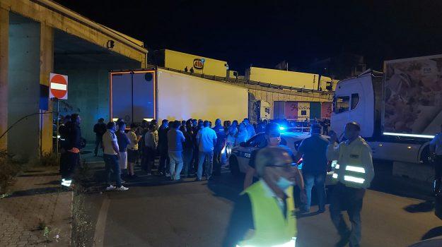autotrasportatori, protesta, stretto di messina, Messina, Sicilia, Cronaca