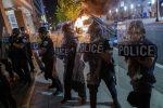 George Floyd, un altro morto nelle proteste: tafferugli anche davanti alla Casa Bianca