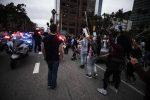 George Floyd, guerriglia urbana negli Usa: un agente ucciso in California