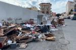 Rifiuti, sempre più emergenza a Reggio: cumuli di spazzatura nelle strade - Video