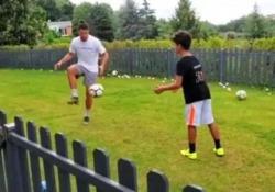 Ronaldo, allenamento senza sosta in giardino con il figlio Cristiano Ronaldo junior ha il migliore calciatore al mondo come allenatore - CorriereTV