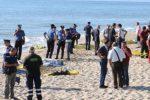 Palma di Montechiaro, 400 migranti sbarcano sulla spiaggia: 52 a Linosa