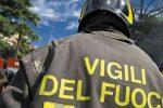 Panico a Roccalumera, incendio all'ultimo piano di una palazzina: nessun ferito, danni ingenti