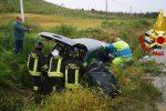 Cutro, auto finisce in un canale: coppia di anziani salvata dai vigili del fuoco