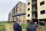 Falcone a Messina in visita a San Giovannello: 4 milioni per finire gli appartamenti