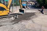Autobus sprofondato nell'asfalto a Vibo, riparata la voragine sulla strada