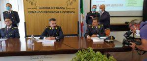 """Caporalato e falsi matrimoni, migranti come """"scimmie"""" nelle campagne di Cosenza: 52 arresti"""