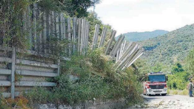 costone, masso, roccia, Cosenza, Calabria, Cronaca